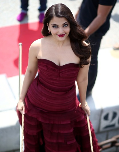 """CANNES, FRANCE - MAY 19: Actress Aishwarya Rai attends a photocall for """"Jazbaa"""" during the 68th annual Cannes Film Festival on May 19, 2015 in Cannes, France. (Photo by Andreas Rentz/Getty Images)"""