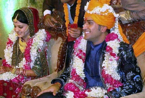 mahendra Singh Dhoni with wife sakshi