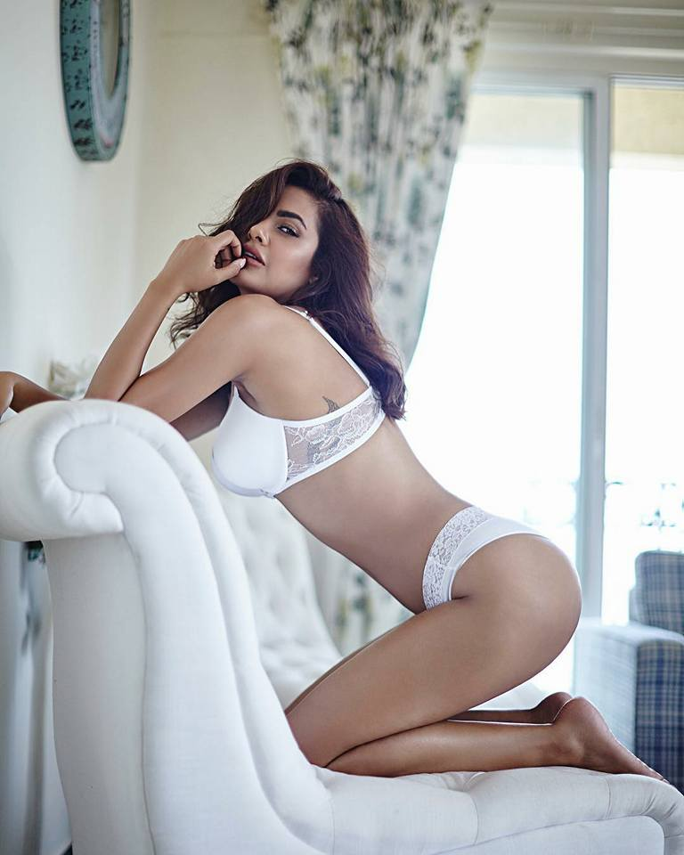 Instagram Esha Gupta provocative pictures nude pictures hot photoshoot hotness boobs showing bottomless photoshoots Bollywood heroine actress nude pictures woman nude pictures sexy image shameless woman trolls