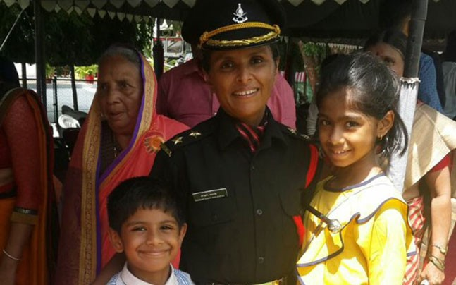 para commando wife martyr widow of army officer swati mahadik namita pant nidhi dubey lady officers veer nari extraordinary woman courage widow of army officer minister politician child to join army indian army extraordinary stories OTA Chennai passing out parade 2017 colonel mahadik indian army women officer female cadet brave woman feminism warrior woman