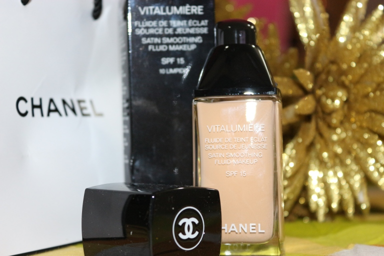 Chanel Foundation review dry skin oily skin Chanel store in Delhi sensitive skin Chanel Vitalumiere Perfection Lumiere