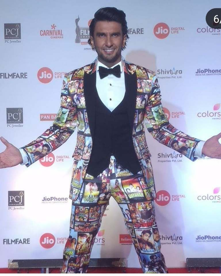 Jio Filmfare Awards 2018 Bollywood night star hero heroine stylish dresses gowns looks beautiful gowns of bollywood heroine ranveer singh deepika padukone amitabh bachchan sunny leaone