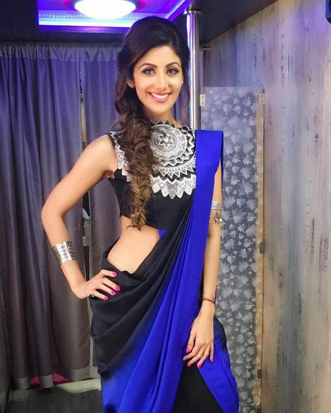 shilpa shetty image glamour diva hd picture stylish saree trends 2018 latest saree designs fashion shopping style guide tips desi looks traditional sari contemporary sari design Bollywood heroine diva look tribal sari designs