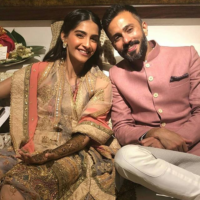 Sonam Kapoor Wedding mehendi ceremony Anand Ahuja Hd pictures images Anil Kapoor dresses bridal dress Khusi Kapoor Jahnvi Kapoor Bollywood Marriage