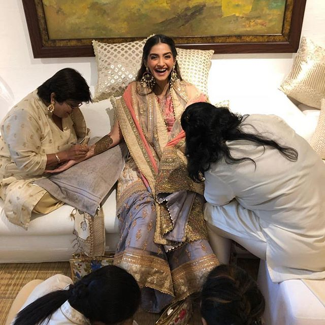 Sonam Kapoor Wedding mehendi ceremony Anand Ahuja Hd pictures images Anil Kapoor dresses bridal dress Khusi Kapoor Jahnvi Kapoor Bollywood Marriage