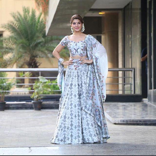 Sonam Kapoor dazzling Mehendi design