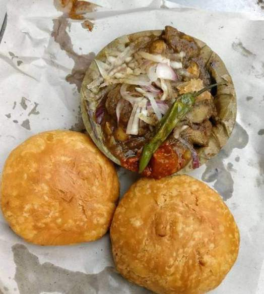 lucknow must try dishes cuisines awadhi food famous food in Lucknow sharmaji ki chai tunday kebab malai ki gilori Lucknow paan vegetarian dishes Lucknow famous food of Lucknow Uttar Pradesh famous cuisine dishes street food