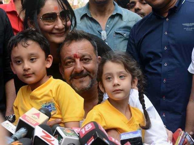 sanjay dutt sanju Bollywood ranbir kapoor life biopic controversy story jail kids wife
