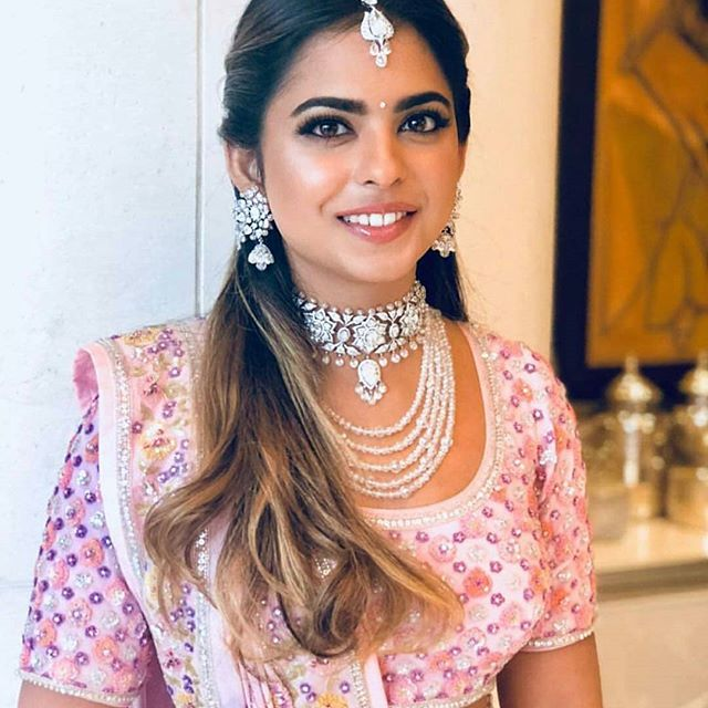 Akash Ambani, Shloka Mehta, Nita Ambani, Mukesh Ambani, Isha Ambani, Anand Piramal, Engagement celebration picture photo images videos cake venue cost wedding ceremony bollywood guest who wear what dress food menu