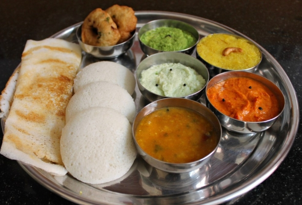 Amazing street food of India,street food of Mumbai, desi food, Indian street food,street food list,unhygienic healthy, vegetarian, chowmein recipe famous food India local desi most common food favorite food Indian cuisines culinary cutlery housefull khana dhamaka