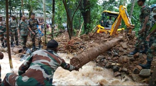 pictures hd images Indian Army, Indian Navy Kerala floods relief rescue operation operation madad operation sahyog victim disaster costal area tragedy role of Indian army in Kerala relief operation