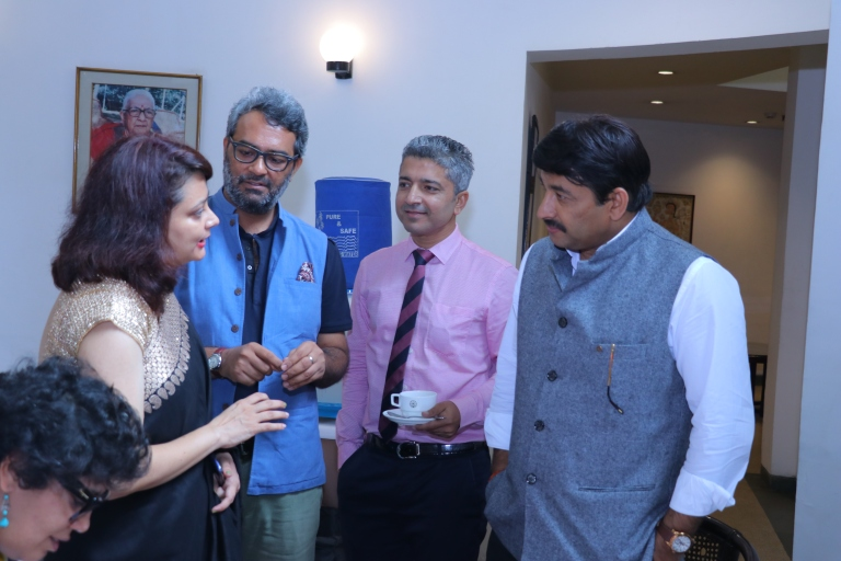 Manoj Tiwari HD picture book launch signing event idea westland books amazon publishing marketting book promotions dignitaries celebrity book launch love story of a commando swapnil pandey Manoj tiwari madhulika Rawat bipin rawat AWWA initiative role veer naris martyrs wives army officer indian army wife girlfriend book best seller of 2019 army officer military relationship star studded book launch party