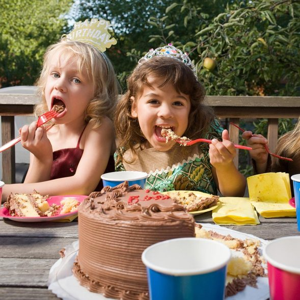 kids birthday party ideas cake eating themed birthday party kids mom clown gifts decoration stress games fun parties parents dance music dress return gift indiacake blog post suggestion