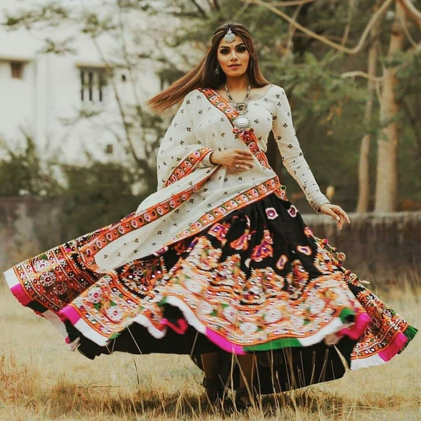 navratri chaniya choli designs,dussehra fashion blouse lehenga india festival gamthi work woman in lehenga dandiya garba pattern girl HD picture traditional lehenga desi fashion