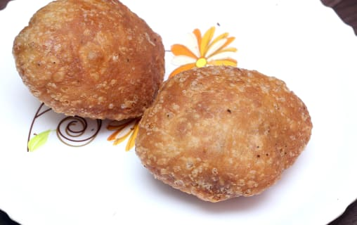 chole bhature most famous street food in india popular dish kachori samosa jalebi eat hungry order near me spices pulses vendor restaurant dhaba style spicy tangy chole